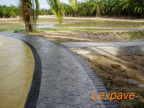 Concretepavers Walkway And Apron